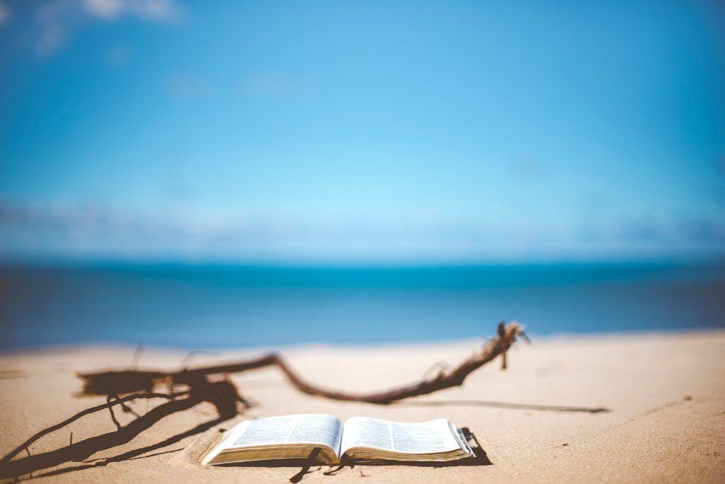 Leer en las playas de las baleares en invierno - Los viajes de Margalliver