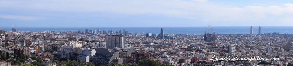 Mirador de las tres cruces en el park güell, qué ver en Barcelona - Los viajes de Margalliver