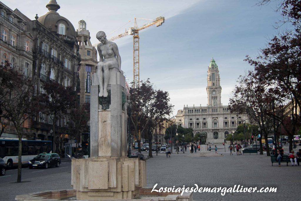 La Praça da Liberdade con la Cámara municial de Oporto al fondo, visitar Oporto en 2 días - Los viajes de Margalliver