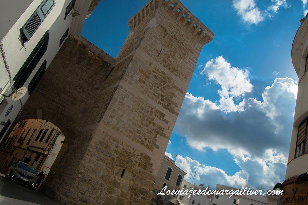 Puerta de San Roque en Mahón - Los viajes de Margalliver