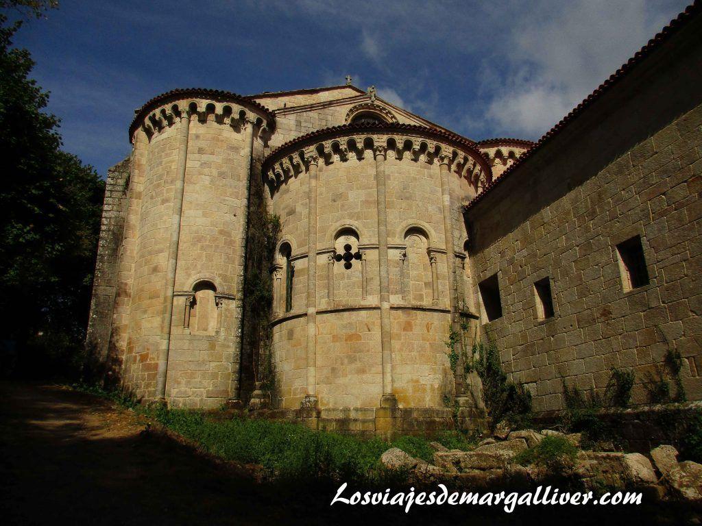 Parte trasera del monasterio de Santo Estevo do RIbas do Sil en la Ribeira Sacra - Los viajes de Margalliver