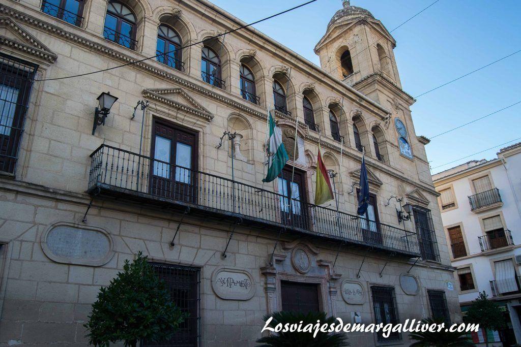 Fachada del Ayuntamiento en Alcalá la Real - Los viajes de Margalliver