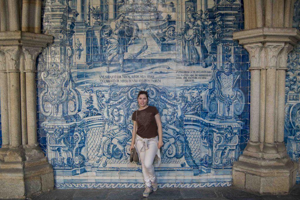 Azulejos azules en el claustro de la catedral de Oporto - Los viajes de Margalliver