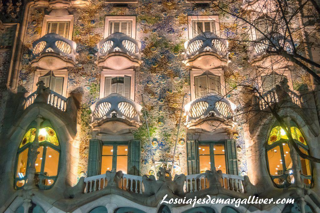 Casa Batlló de noche,que ver y hacer en barcelona en 3 días - Los viajes de Margalliver