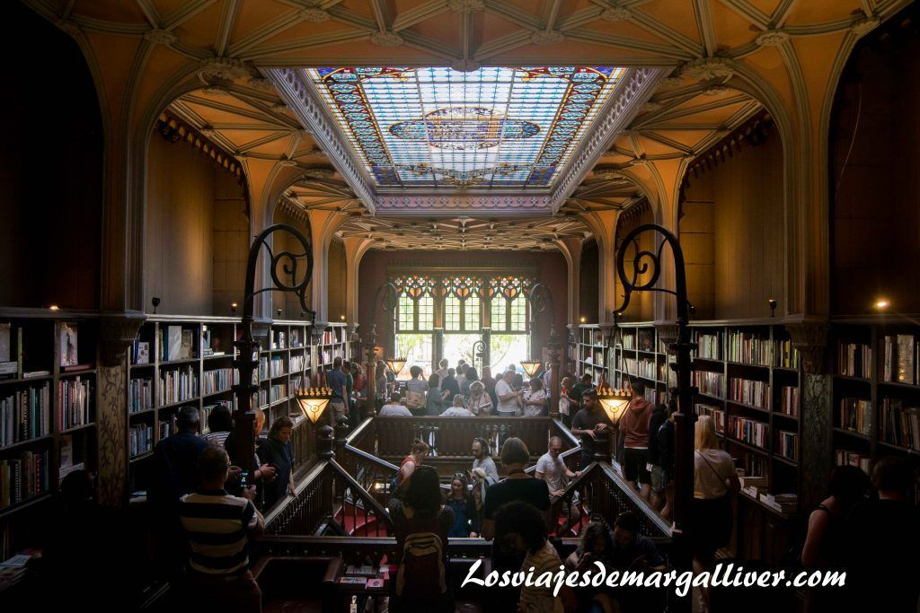 Planta de arriba de la libreria Lello e Irmao, visitar Oporto - Los viajes de Margalliver
