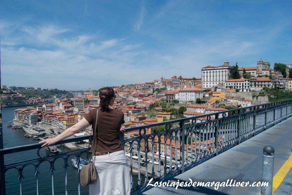 Admirando las vistas desde el puente de Luis I en Oporto - Los viajes de Margalliver