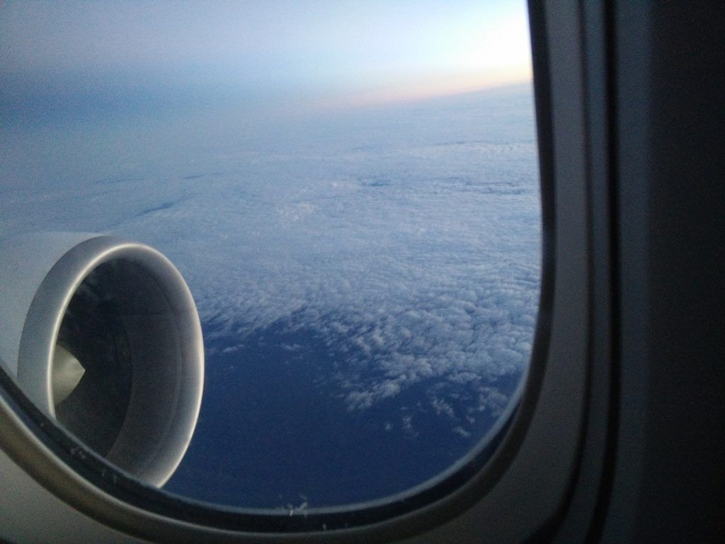 mirando las nubes para superar mi miedo a volar - Los viajes de Margalliver