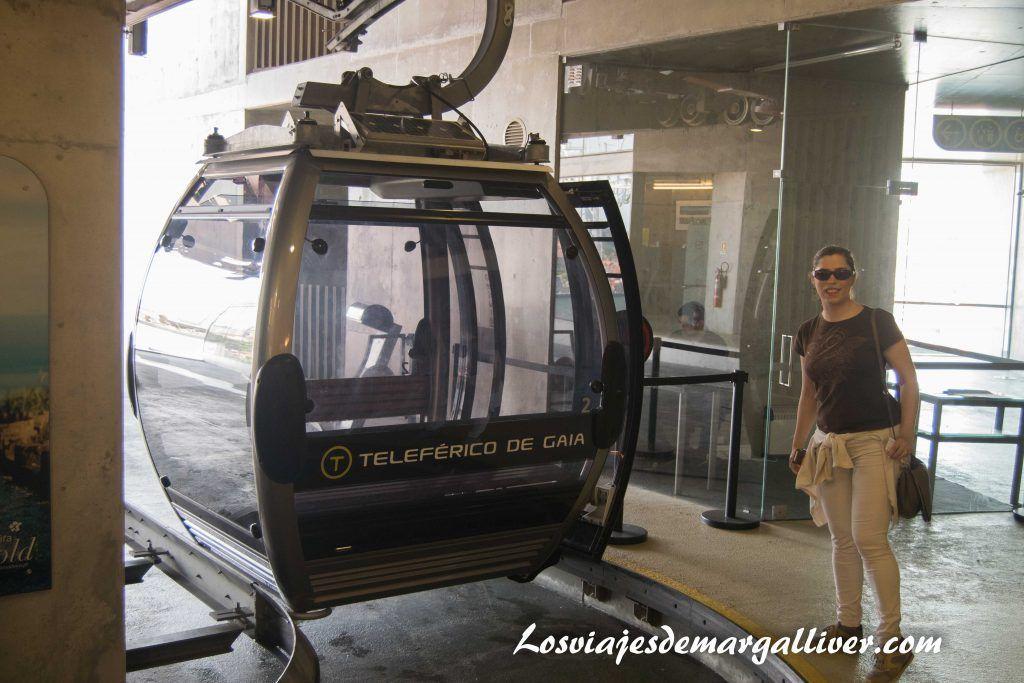 Apunto de subirnos al Teleférico de Gaia en Oporto