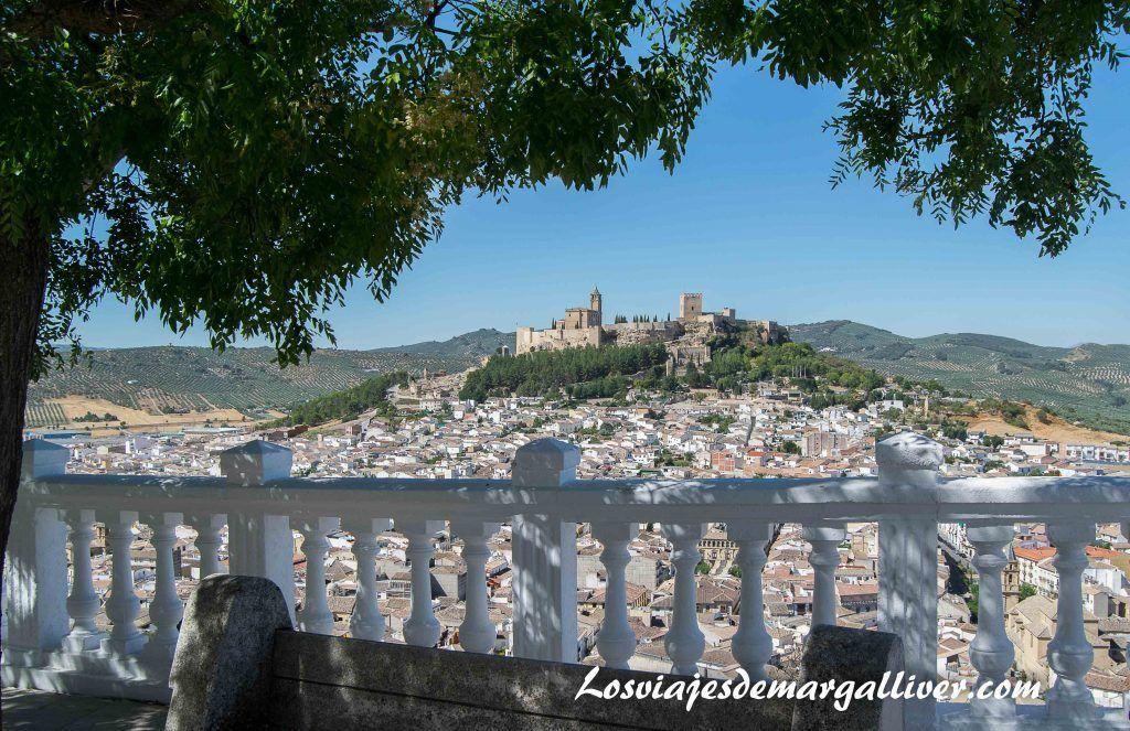 Vistas espectaculares de Alcalá la Real y su Fortaleza de la mota desde uno de sus miradores , Pueblos de Jaén - Los viajes de Margalliver