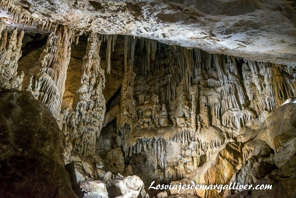 Una de las salas de la Cueva de los murciélagos , geoparques de Andalucía - Los viajes de Margalliver