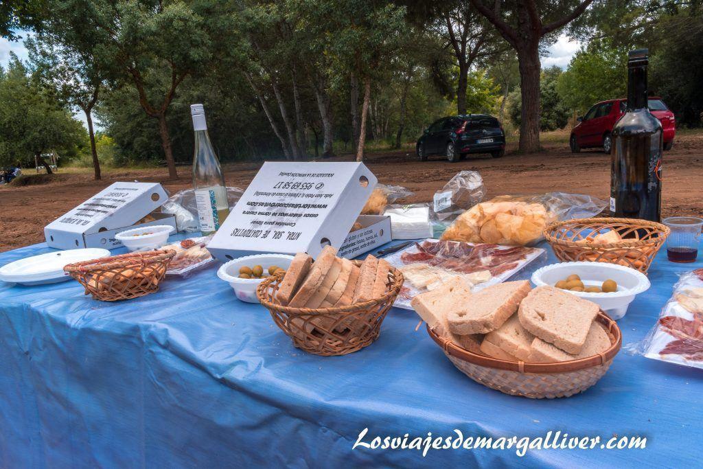 picnic en el vado del quema en la ruta por el rocío en Sevilla - Los viajes de Margalliver