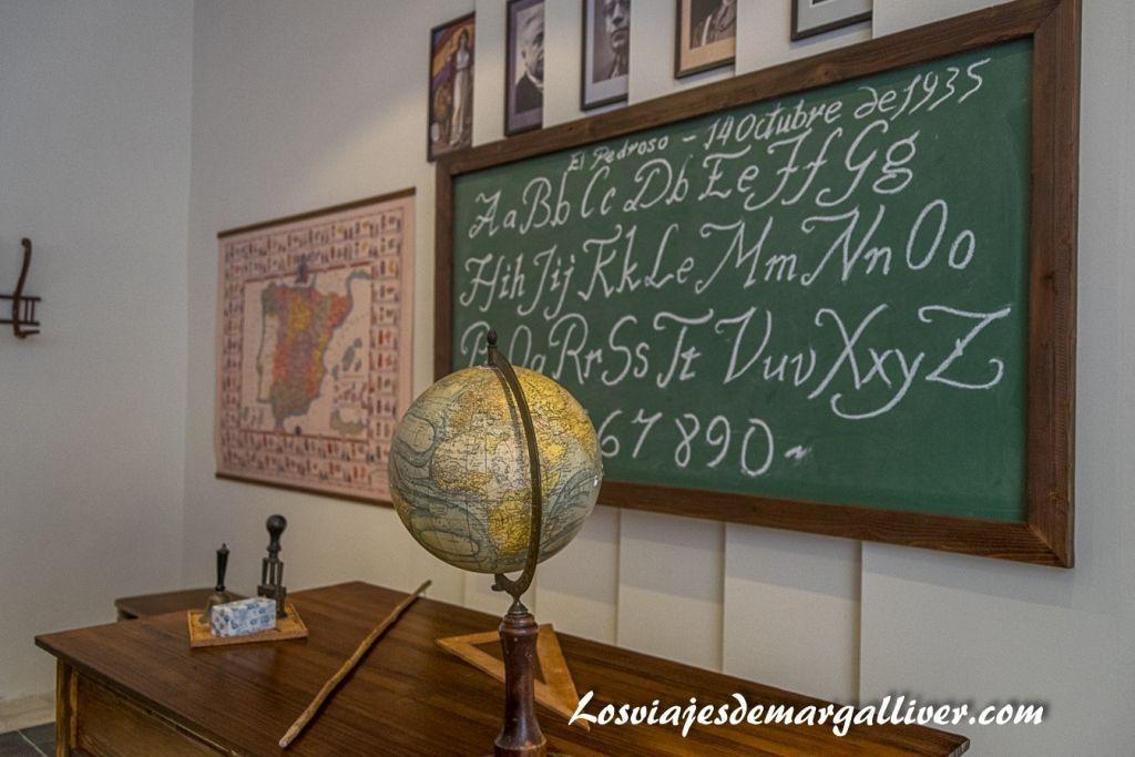 Recreación aula de escuela, Museo de la escritura, geoparques de Andalucía - los viajes de Margalliver