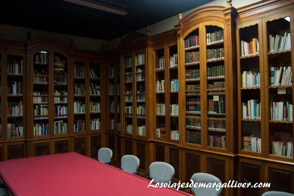 Biblioteca del hospital de los venerables sacerdotes en Sevilla - Los viajes de Margalliver