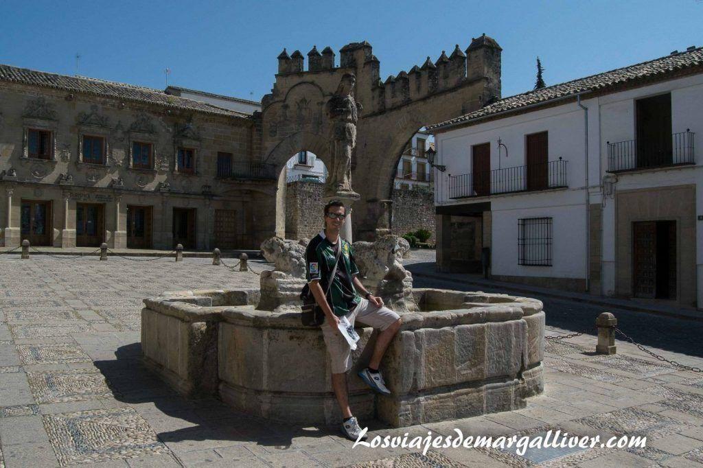 Fuente de los Leones en la plaza del pópulo de Baeza - Los viajes de Margalliver