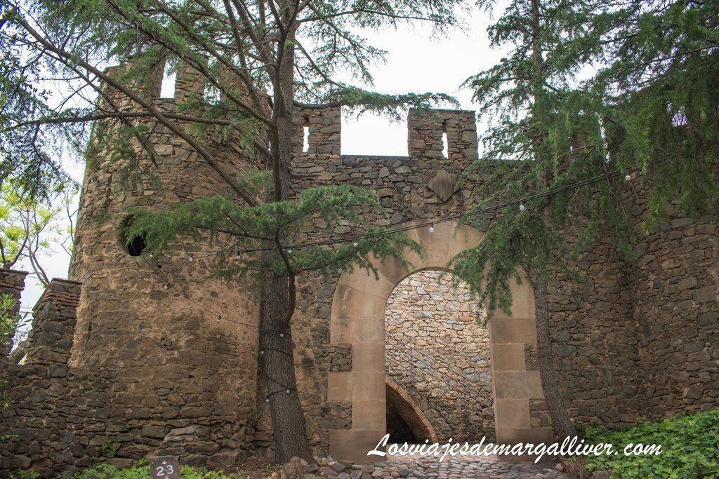 Recinto fortificado de la torre Bellesguard de Gaudí - Los viajes de Margalliver