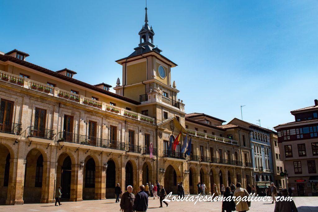 La plaza del ayuntamiento de Oviedo, que ver en Oviedo en dos días - Los viajes de Margalliver