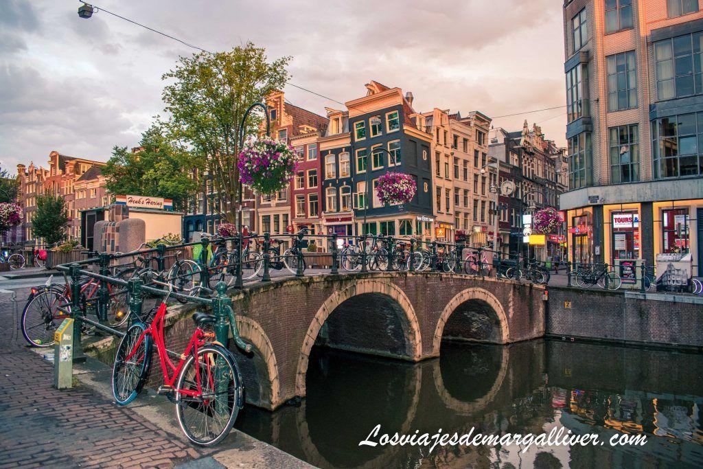 Canal barrio rojo Damstraat - Ámsterdam en 3 días - Los viajes de Margalliver