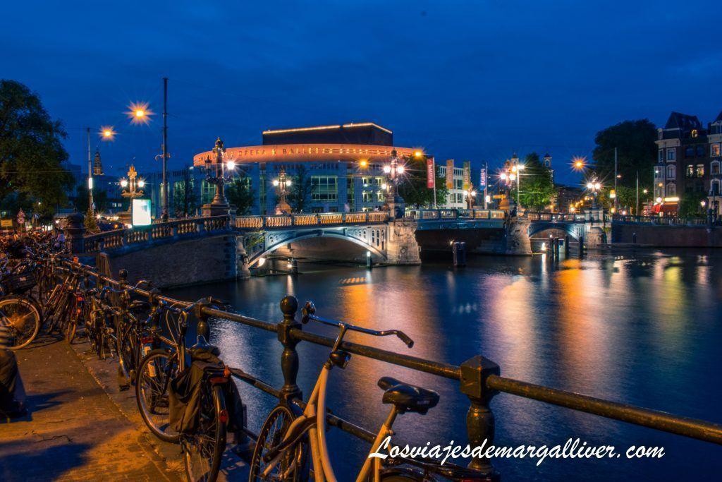 Puente de Blauwbrug - Ámsterdam en 3 días - Los viajes de Margalliver