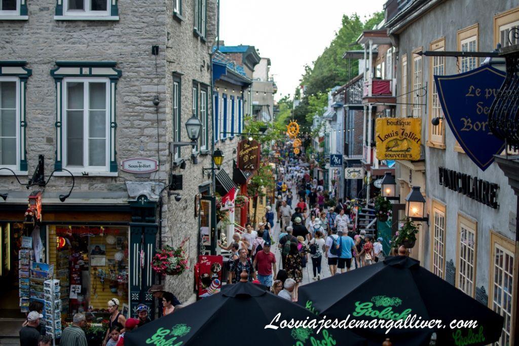 Vistas a la calle Rue Petit Champlain en ruta a pie por Quebec - Los viajes de Margalliver
