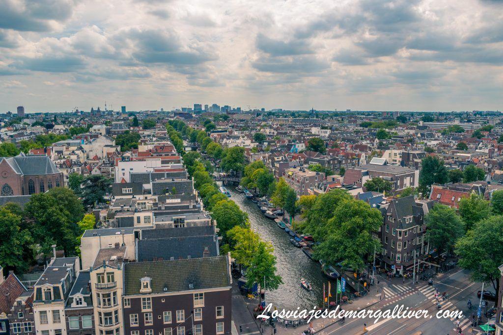 Vistas al canal Singel desde la torre campanario de la iglesia WesterKerk, Ámsterdam en 3 días - Los viajes de Margalliver