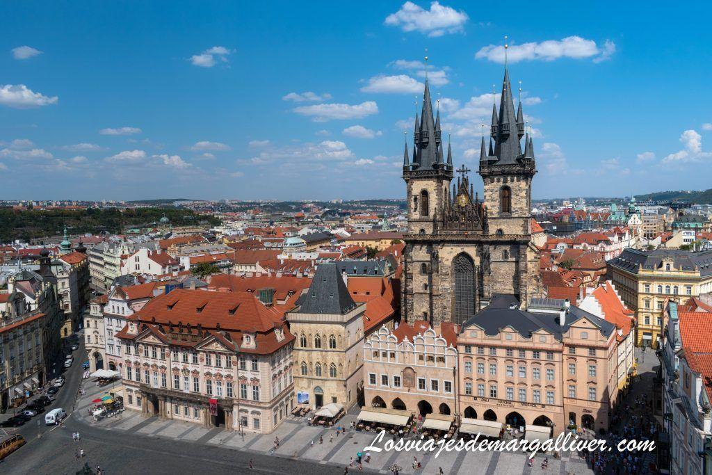 Vistas de la plaza de la ciudad vieja desde la torre del ayuntamiento de Praga , que hacer en Praga - Los viajes de Margalliver