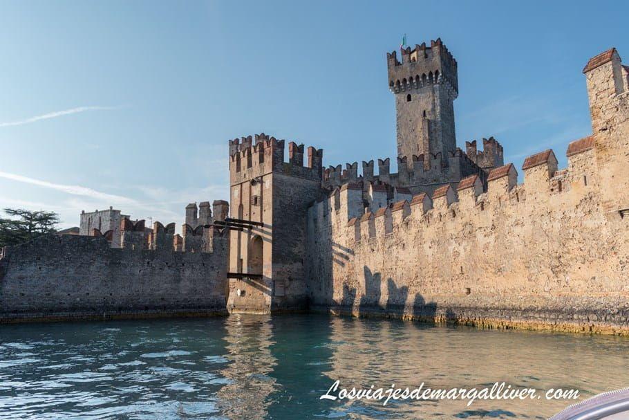 Castelo Rocca Scaligera en Sirmione, en el lago Di Garda - Los viajes de Margalliver