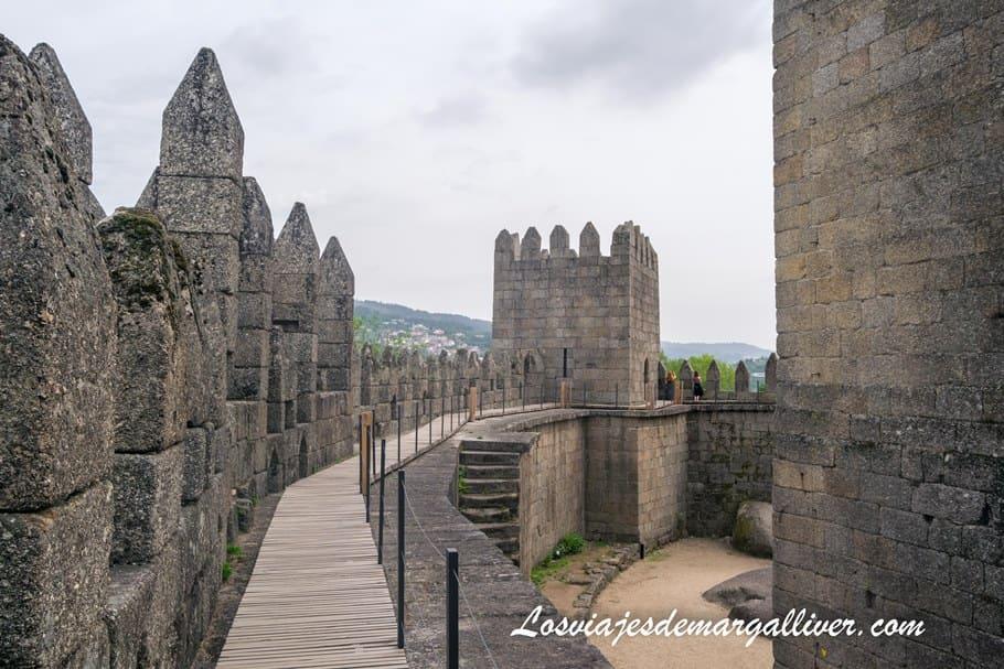 recorriendo el interior del Castillo de Guimaraes, uno de los más bonitos de Europa - Los viajes de Margalliver