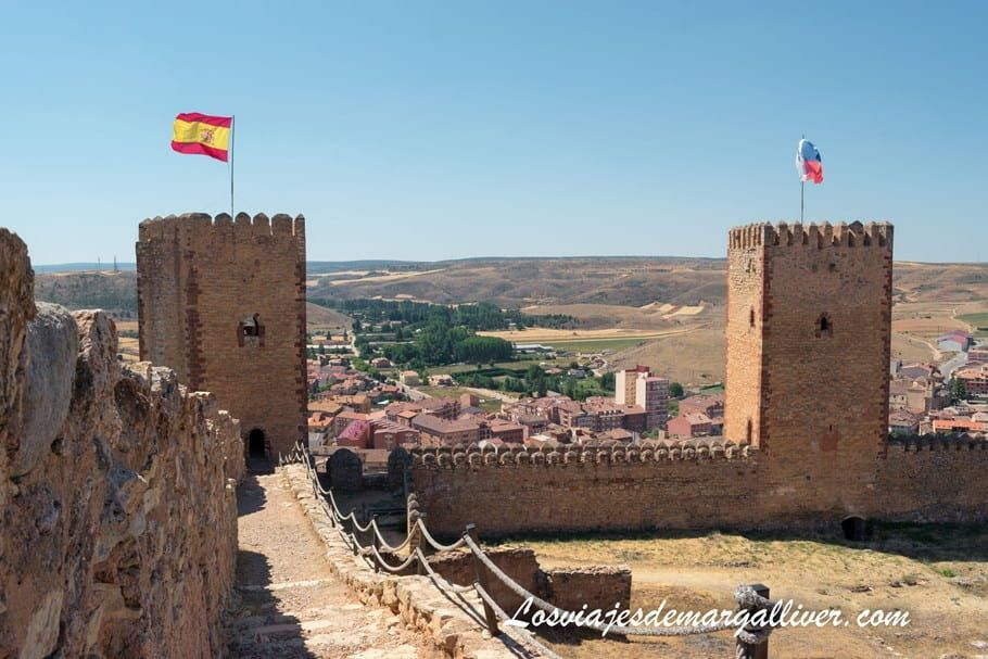 Vista desde el interior de dos de las torres del Castillo de Molina de Aragón - Los viajes de Margalliver