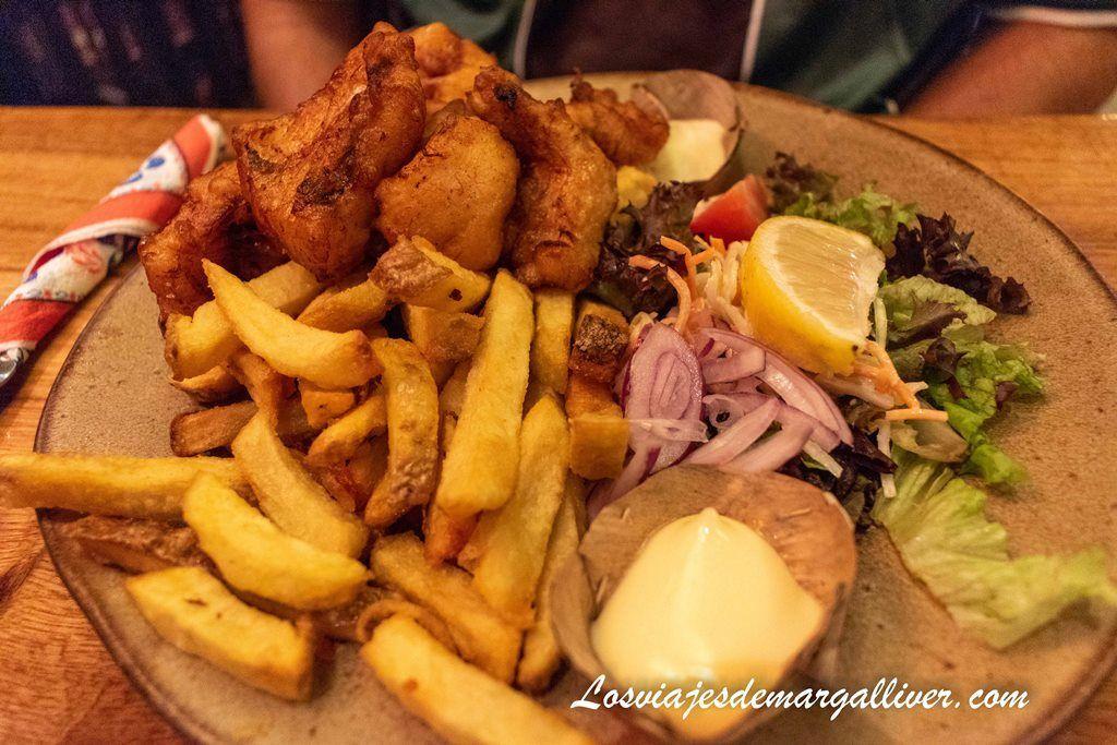 Nuestro plato de kebbeling con bacalao en el restaurante De Lunch , pueblos cerca de Ámsterdam - Los viajes de Margalliver