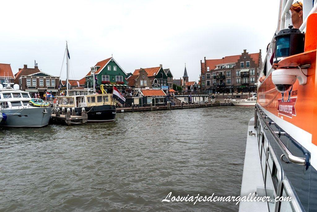 Puerto de Volendam saliendo en barco hacia Marken, pueblos cerca de Ámsterdam - Los viajes de Margalliver