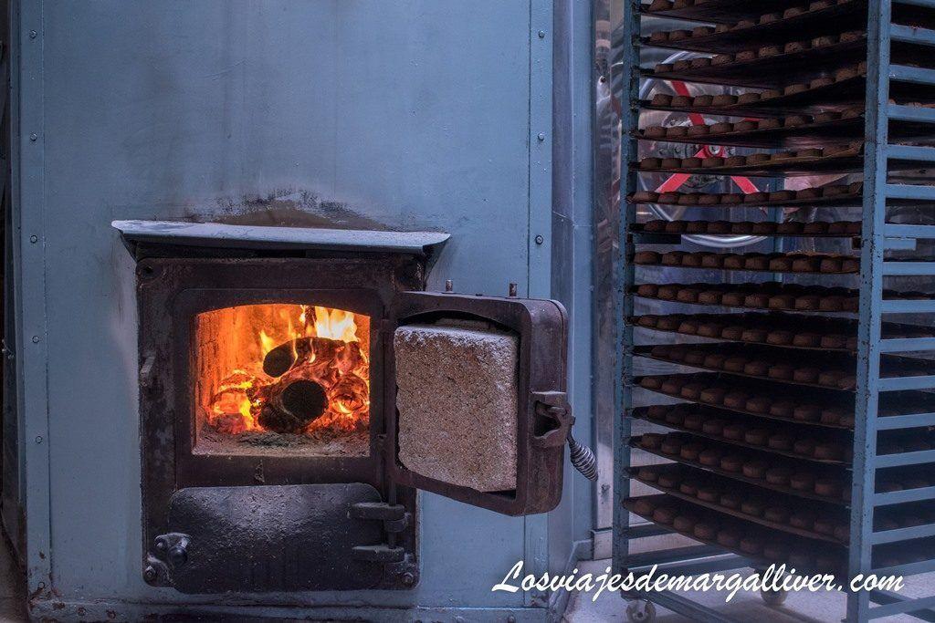 detalle del horno de la fábrica de mantecados La Colchona en Estepa - Los viajes de Margalliver