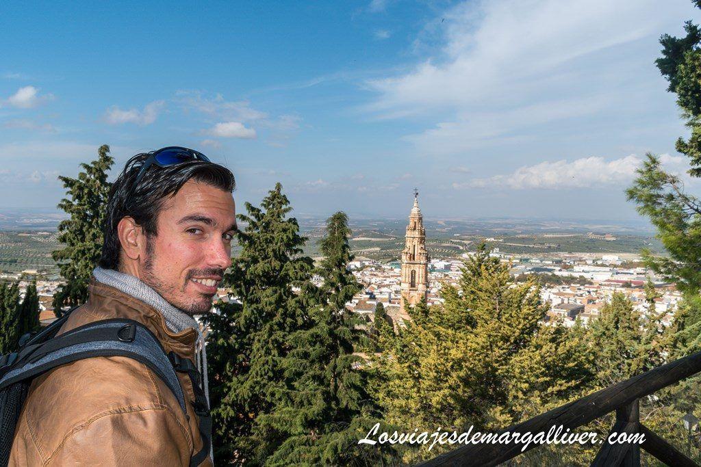 Kike y la Torre de la Victoria desde el Balcón de Andalucía de Estepa - Los viajes de Margalliver