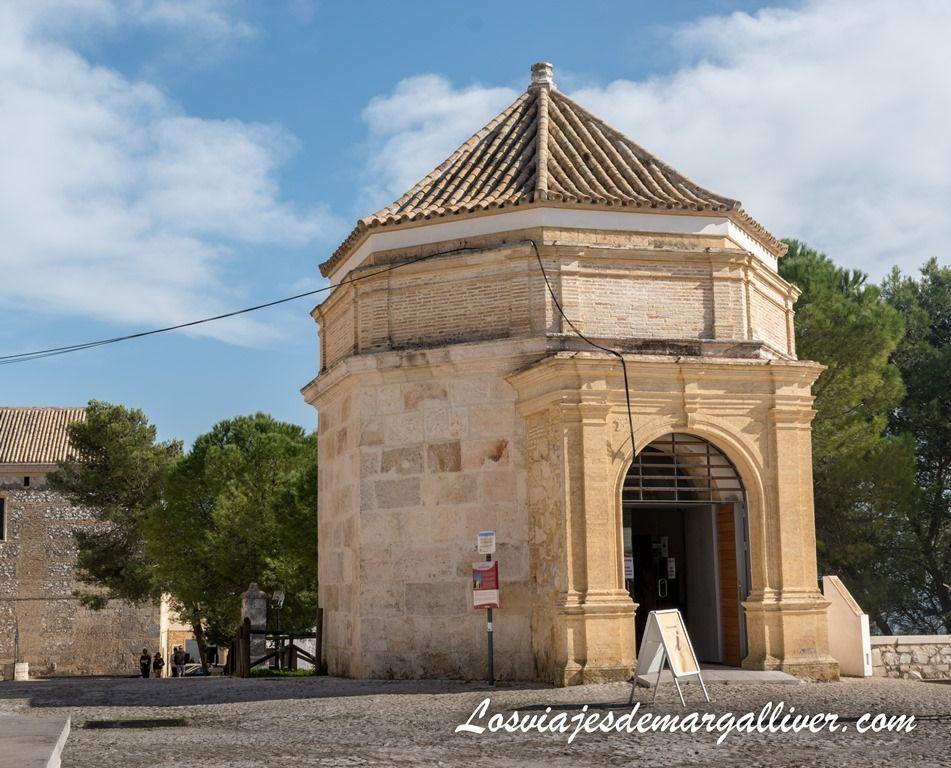 Torre Ochavada de Estepa, donde se sitúa la oficina de Turismo - Los viajes de Margalliver