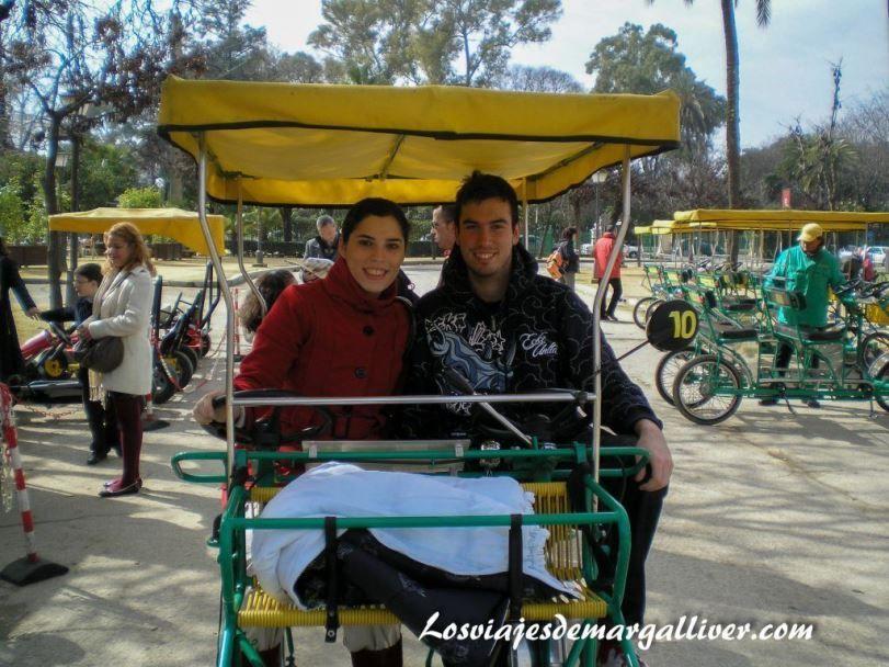 paseo en ciclobus por el parque maría luisa en Sevilla, viajes románticos por Europa - Los viajes de Margalliver