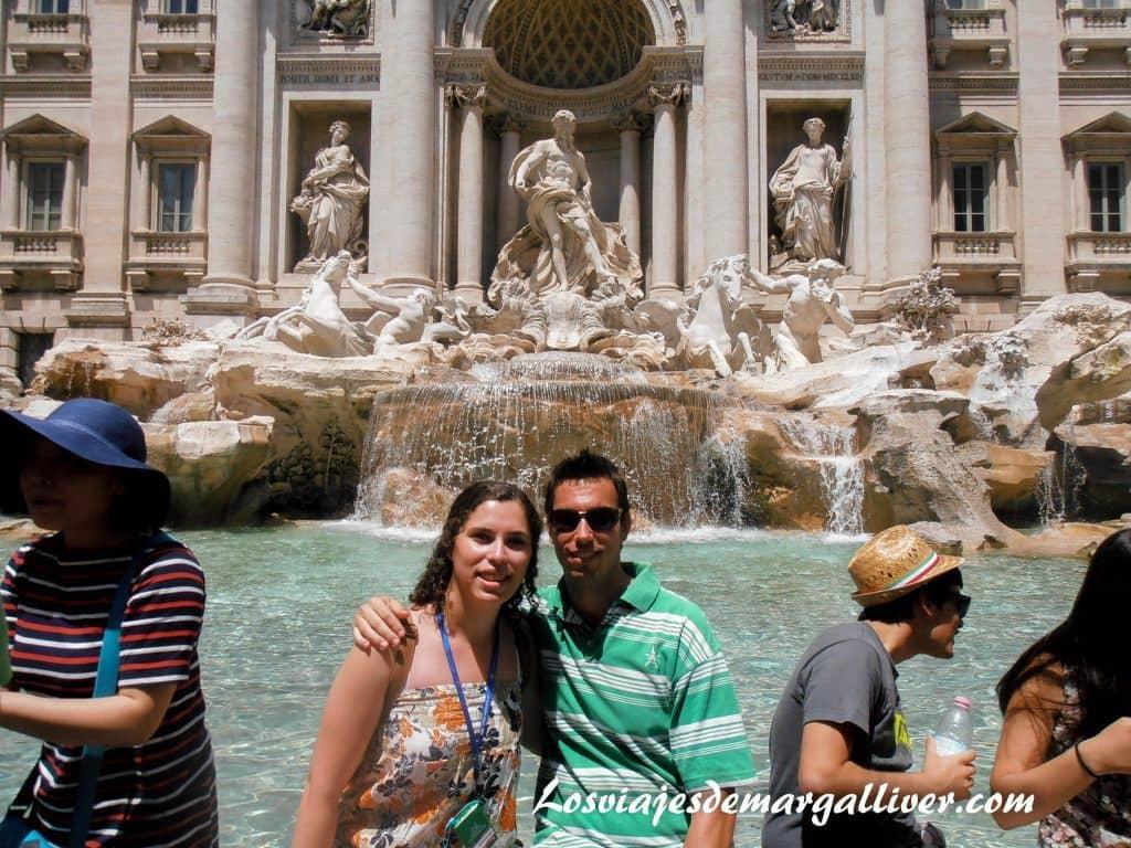 En la fontana di trevi de Roma , ciudades románticas de Europa - Los viajes de Margalliver