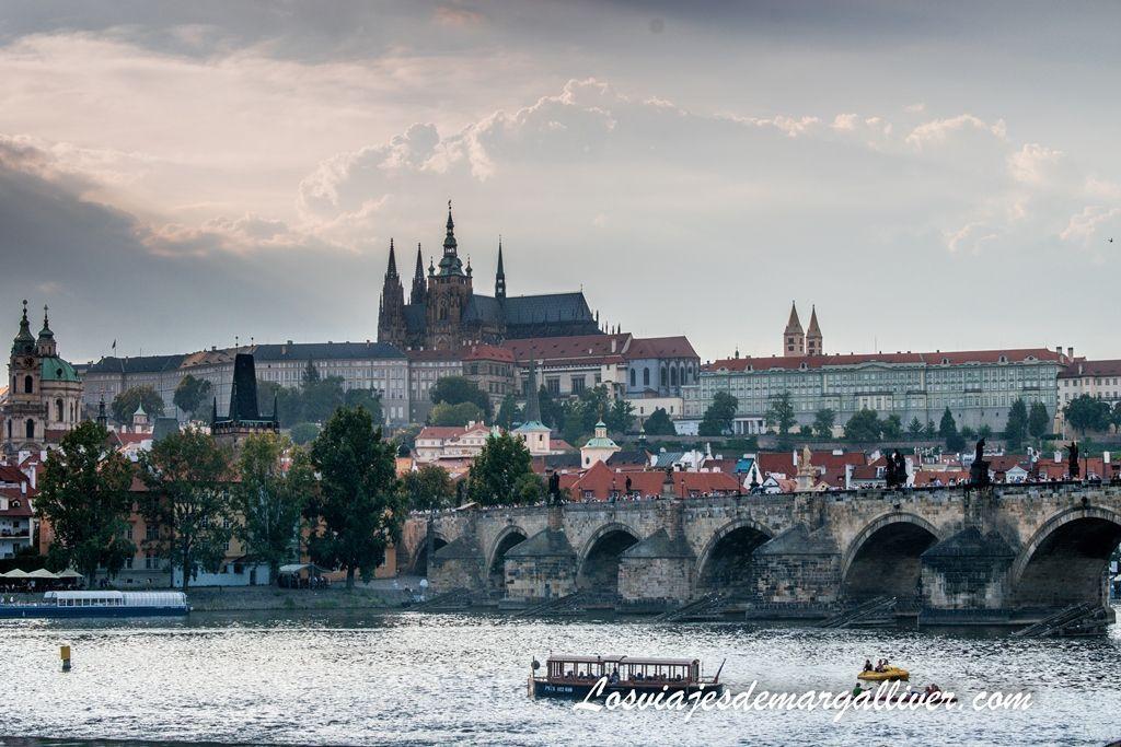 Vista del castillo de Praga y el puente de Carlos - Los viajes de Margalliver