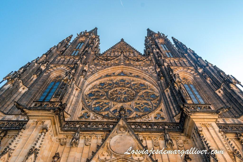 Fachada de la Catedral de San Vito , cosas que ver y hacer en Praga - Los viajes de Margalliver