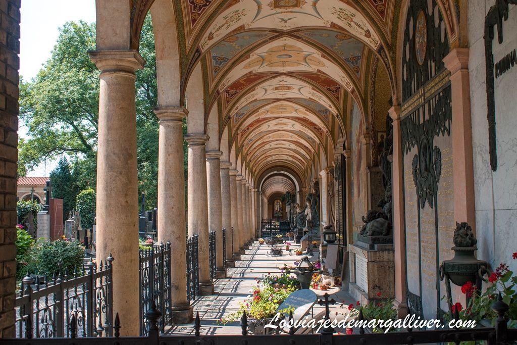 Cementerio Nacional de Slavin en Vysehrad,20 cosas que ver en Praga - Los viajes de margalliver