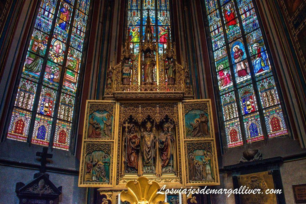 Interior de la catedral de San Vito en Praga - Los viajes de Margalliver