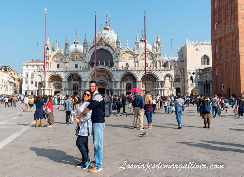 margalliver en la plaza san marco de Venecia, una de las ciudades más románticas de Europa - Los viajes de Margalliver