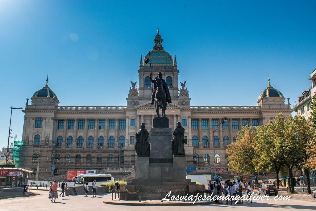 Museo Nacional de Praga desde la Plaza Wenceslao en Praga - los viajes de margalliver