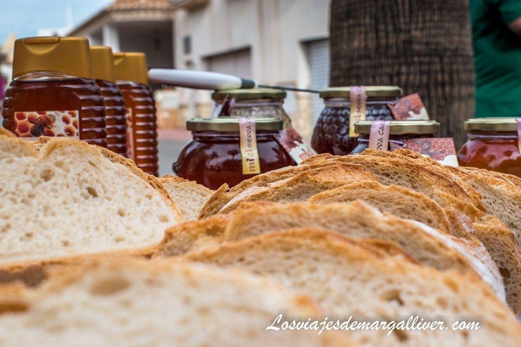 productos típicos de los gallardos, aceite, pan y miel - Los viajes de Margalliver