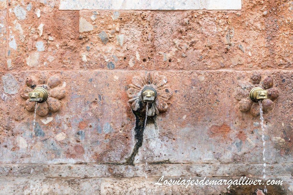 Fuente de Carlos IV en Fondon, ruta por Almería - Los viajes de Margalliver