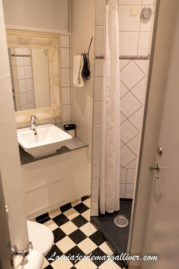 Detalle del cuarto de baño del hotel Tiffany en Copenhague - Los viajes de Margalliver