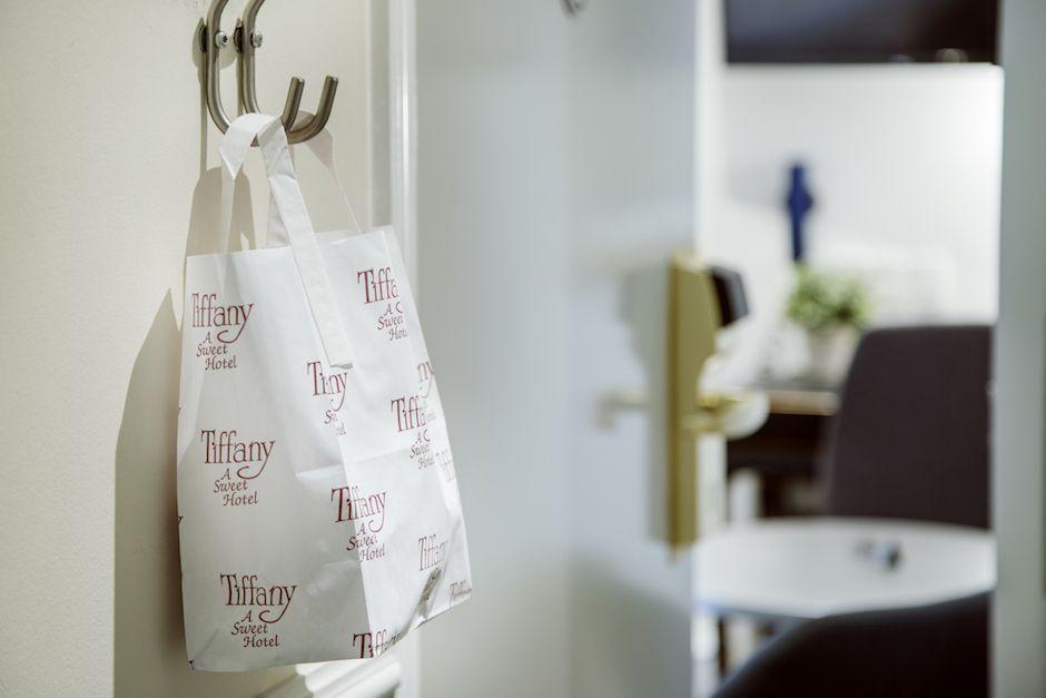 Detalle de la bolsa con el desayuno en el hotel Tiffany en Copenhague - Los viajes de Margalliver