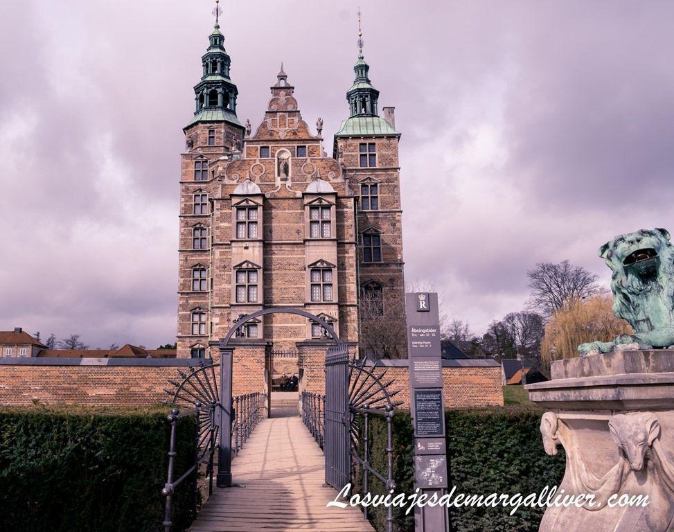 Entrada al Castillo de Rosenborg desde los jardines del Rey en Copenhague- Los viajes de Margalliver