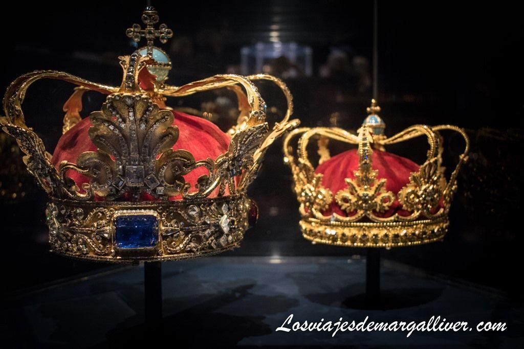 Coronas de los monarcas absolutos en el castillo de Rosenborg en Copenhague - Los viajes de Margalliver