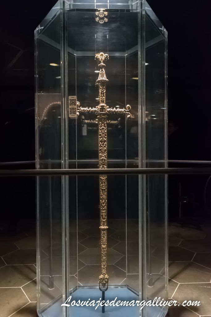 Espada de Cristian III en los tesoros del castillo-palacio de Rosenborg - Los viajes de Margalliver