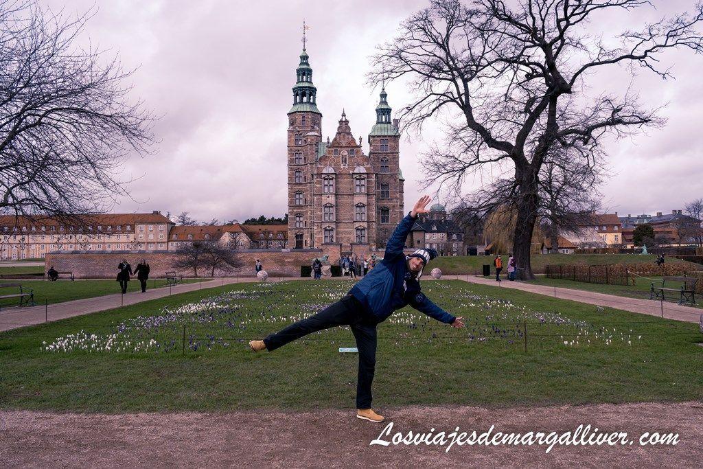 Kike en el palacio de Rosenborg en Copenhague - Los viajes de Margalliver