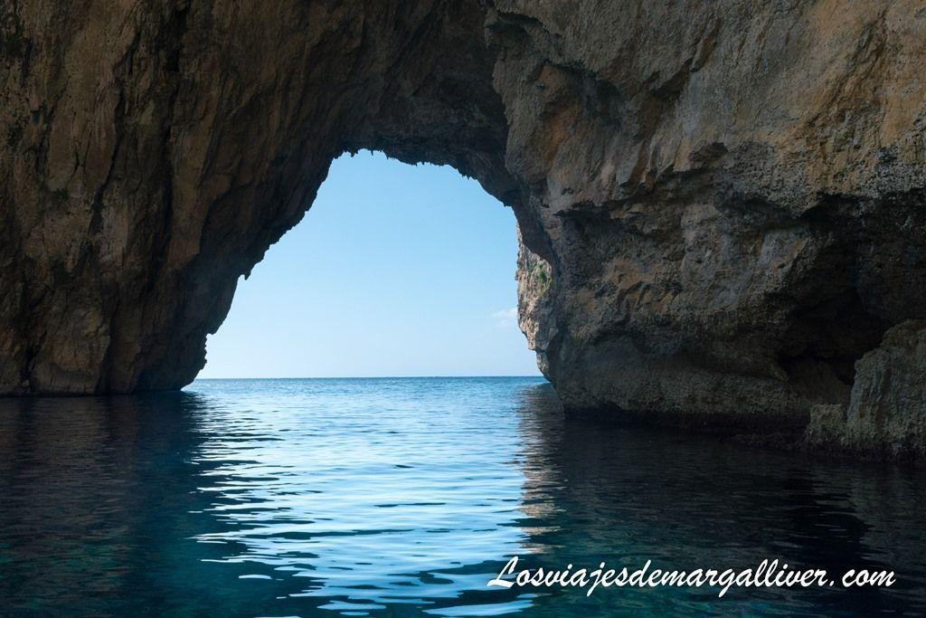 Atravesando la Blue Grotto en Malta - Los viajes de Margalliver